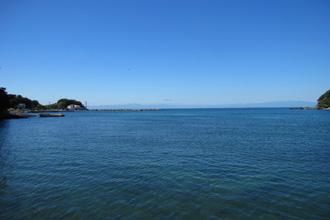 神奈川県三浦市三崎町諸磯 売地  現地 諸磯湾から現地 諸磯湾から相模湾、遠方には富士山が見えま